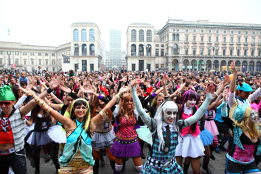 "frame tratto dal Flash Mob ""Monster High"""