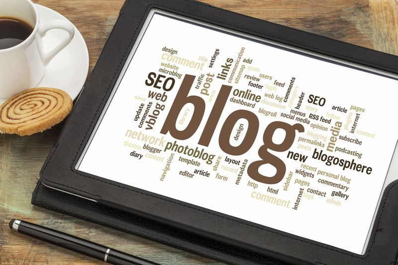 blogging contenuti strategia marketing parole chiave su tablet